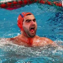 Como Nuoto salva  Vittoria ai rigori