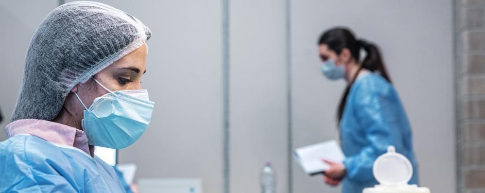 Covid e vaccini ai più giovani  Soltanto sei su 10 hanno prenotato