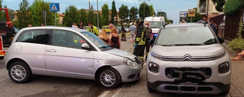Frontale a Inverigo  Tre feriti, uno è grave