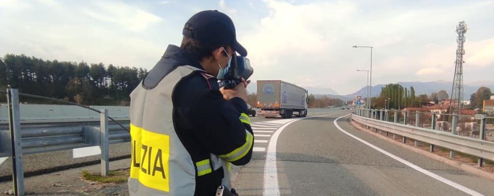 Grandola, a 135 all'ora con la moto  Sulla strada dei frontalieri 17 multe