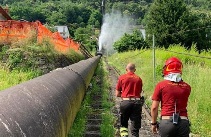 L'intervento dei vigili del fuoco di Dongo