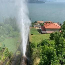 """Gravedona, """"scoppia"""" la condotta  Effetto geyser a ridosso del lago"""