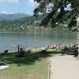 «Il lago di Montorfano   non è la piscina di tutti  La Riserva va tutelata»