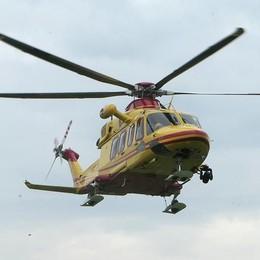 Lanzo d'Intelvi, incidente con la moto  Paura per due persone, arriva l'elicottero