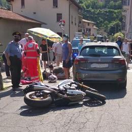 Lezzeno, paura per motociclista  Prime cure sotto l'ombrellone