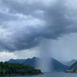 Tremezzina, arriva il temporale  Come una tromba d'aria a Ossuccio