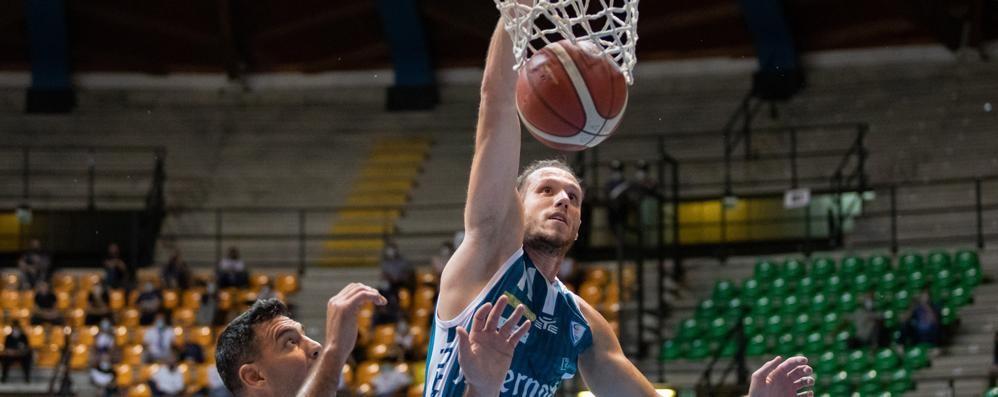 Una carezza a Cantù  arriva dalla Legabasket