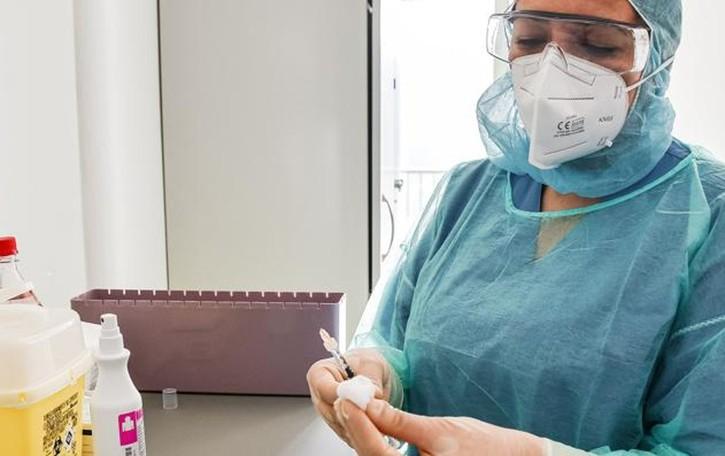 Vaccini, la campagna sta rallentando  Poche le adesioni nella fascia a rischio