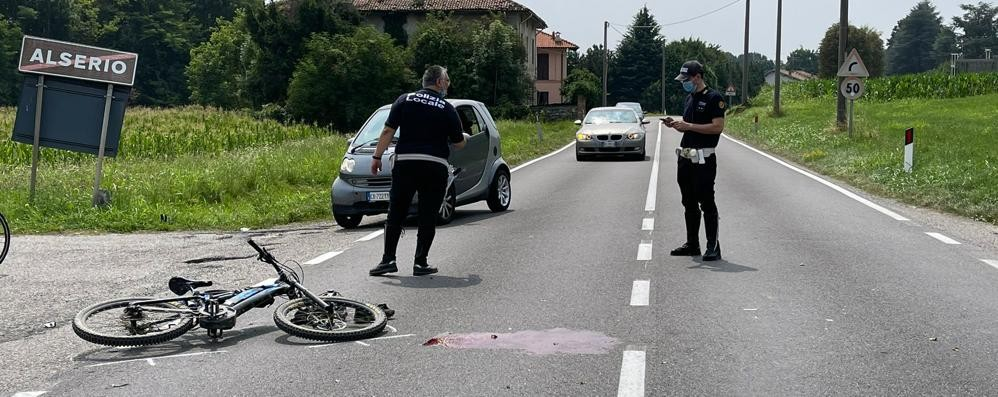 Alserio, scontro moto-mountain bike  Ciclista gravissimo a Varese