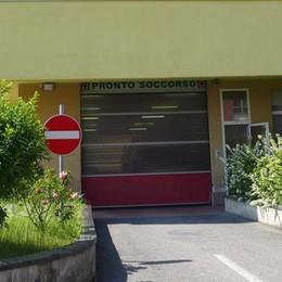 Protesta all'ospedale di Cantù  «Due notti al pronto soccorso»