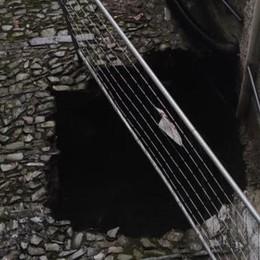 Esonda un torrente  A Torno otto sfollati  Pian del Tivano: strada allagata