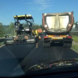 Nuovo asfalto da Lambrugo a Lipomo  Disagi per chi viaggia sulla Briantea