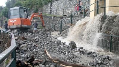 Landslides in Laglio and surrounding area Viene-giu-tutto-il-lago-isolato_9fb2bbb6-ef18-11eb-854e-1555525af318_900_512_new_rect_medium