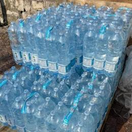 Argegno in attesa delle analisi  E c'è chi dona bancali d'acqua