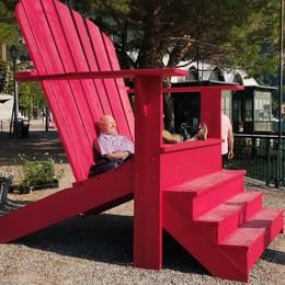 Il trono sul lungolago di Cernobbio  mette d'accordo turisti e residenti