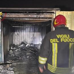 Novedrate, brucia un box Intervento in via Cortiva