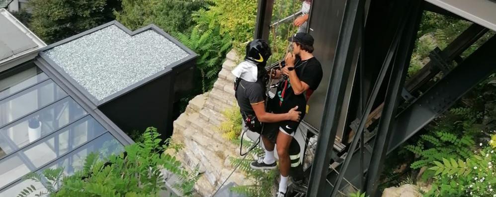 Pognana, in sei nell'ascensore  Turisti tedeschi liberati dai pompieri