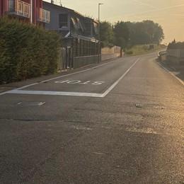 Via Milano è una pista pericolosa  A Rovellasca arriva un semaforo