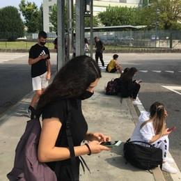 Cantù, non c'è spazio sui bus  E gli studenti aspettano un'ora