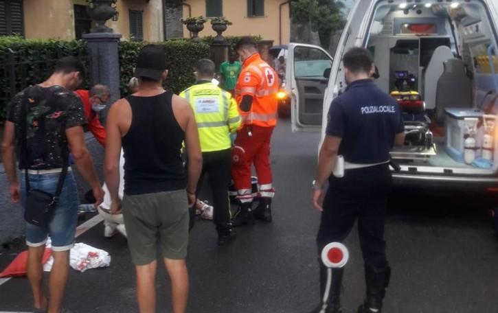 Tremezzina, cadono in moto  In coma turista francese