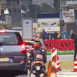 Lavoratori frontalieri  Tornano i controlli  ai valichi di confine