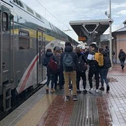 «Ridateci tutti i treni  tra Erba e Asso»  L'urlo dei pendolari