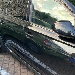 Vercana, 15 auto danneggiate  In azione vandalo con   punteruolo