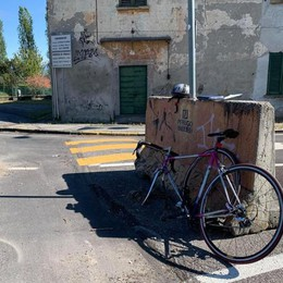 Lurago, fa cadere il ciclista e se ne va  I carabinieri cercano il pirata