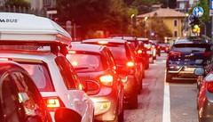 Traffico impazzito, il Comune si arrende  «Non possiamo vietare questi cantieri»