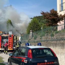 Auto a fuoco nel garage  Momenti di paura a Erba