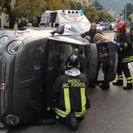Auto si ribalta in viale Rosselli  Ferita una donna, città bloccata