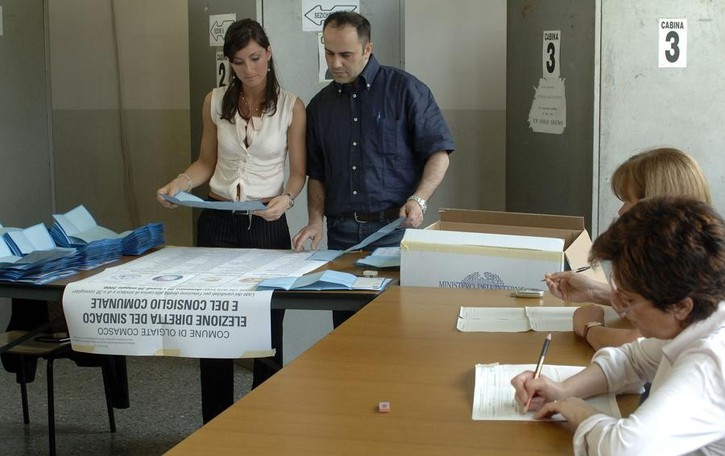 Elezioni comunali, depositate le liste  Tre candidati a Olgiate, quattro a Caglio